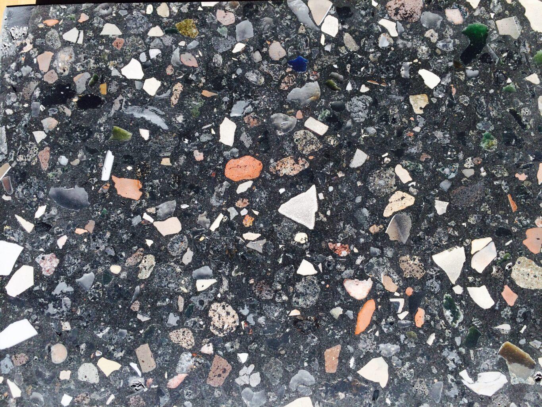 terrazzo gemaakt met granulaten van puin en afvalstoffen
